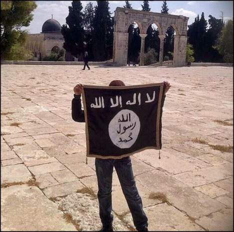 ISIS supporter holding flag on Temple Mount. Photo courtesy of: International Business Times (IBT)
