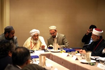 Sheik Abdullah Bin Bayyah at 2011 US-IWF. ISNA President Mohamed Magid seated next to him (far left).